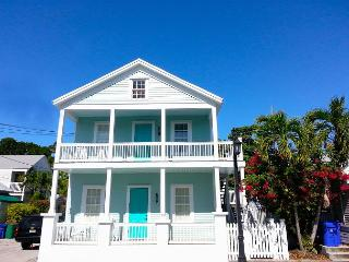 The Truman Suites - 4 luxury suites that sleep 12 to 15 - Steps from Duval St, Key West