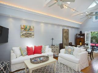 Southard Love: Spacious, Cocktail Pool, 2.5 Blocks to Downtown, Walk to Beach, Key West