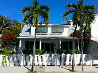 Potter`s Cottage: Historic Old Town - Private Pool - Steps from Duval Street, Key West