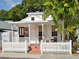 Poppy Cottage: Historic Old Town - Beautiful Renovated Cottage for Two, Key West