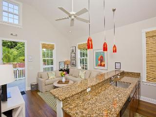 Luxury 1 Bedroom with Full Kitchen - Sleeps 3 - Walk to the Beach & Nightlife, Key West