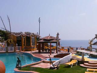 ERICEIRA RESORT III, courtyard villa in oceanfront, Ericeira