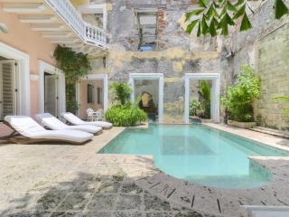Rustic 5 Bedroom House Located in Old Town, Cartagena