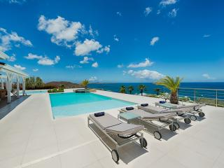 Ideal for Couples & Groups, Heated Pool, Short Walk to Beach, Contemporary Villa, La Savane