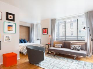 Cozy & Fully Renovated Studio Apartment in Midtown East, Nueva York