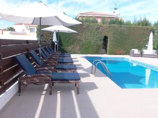 Coral Bay 3 Bed Villa Prime Location Private Pool, Paphos