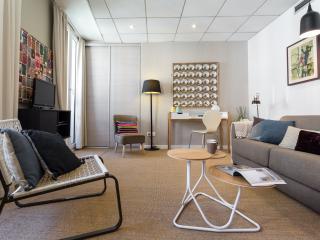 New Designer I bed apartment with Solarium/South., Niza