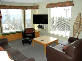 Big White Eagles Resort Huge #305: 3 Bedroom Condo in Prime Location!
