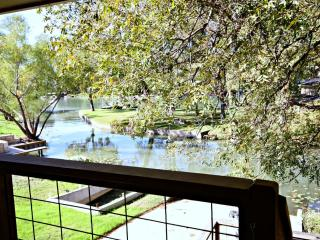 LAGUNA LAKE RETREAT - New Braunfels, Seguin