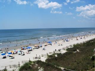3 Blocks to Beach! Golf Cart Included!, Noord Myrtle Beach