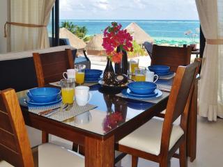 Condo Del Mar #2 - 2 Bedroom New Ocean Front Condo, Puerto Morelos