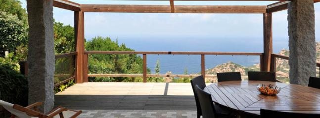from the dining room access to teh terrace with sea view