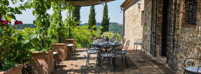 ground floor pergola for outdoor dining