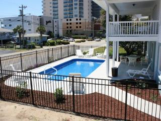 Across from Beach/Private Pool! 7 bd/4ba, North Myrtle Beach