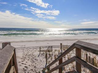 Family-friendly condo w/shared pool across from the beach!, Fort Walton Beach