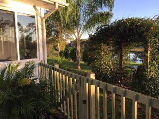 Peaceful  and Cozy  Lake Home In St Augustine..Pet Friendly, St. Augustine