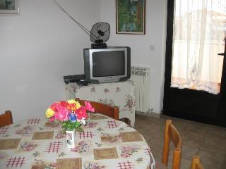 Apartment 370, Umag