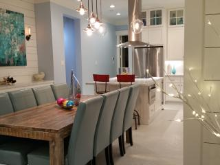 Stunning New Home in Beachtown! Beach, Steps Away, Galveston