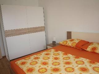 TH01869 Apartments Komarac / Sea view one bedroom A2, Slatine