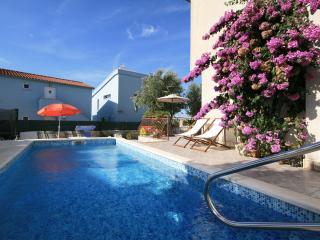 TH01632 Apartments Vlah / Three bedrooms A1, Rogoznica