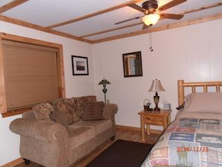 Cozy in town Condo 4, sleeps 2 with full kitchen, Red River
