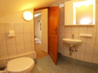 Room 963, Peroj