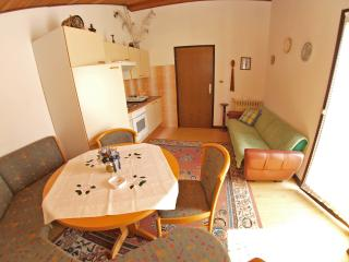 Apartment 950, Banjole