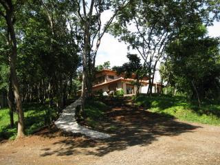 Hummingbird Room: Mountainside Comfort & Serenity, Tamarindo
