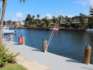 Waterfront 3 Bedroom 2 - Story Modern Townhouse, Hollywood
