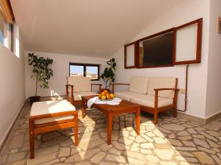Apartment 1718