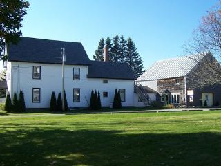 Maine Farm House on 2 acres near Ocean and parks, Searsport
