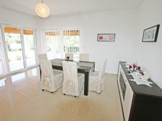 Apartment 1760, Liznjan