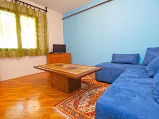 Apartment 2098, Stinjan