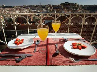 Sete Colinas Apartment | RentExperience, Lisbon