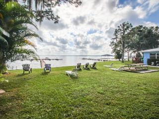 Lakefront escape w/ private docks & stunning views - snowbirds welcome!
