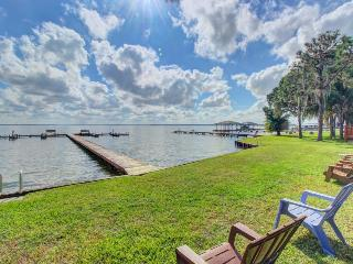 Spacious lakefront unit w/free boat slip & dock access - snowbirds welcome!
