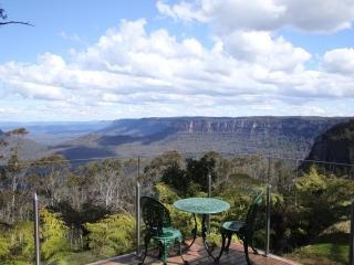 Khandala Cottage. Magical Mountain views Katoomba