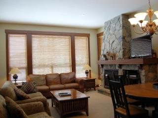 Big White Stonebridge Lodge 3 Bedroom Condo with Private Hot Tub!