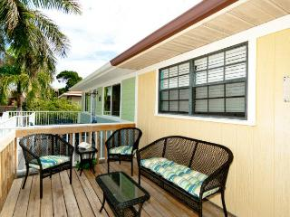 Jo-Joes Beach Place: 2BR Family-Friendly Duplex, Holmes Beach