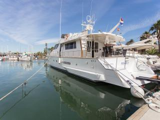 Motor Yacht 21 m, 4 cabins, 3 baths, A/C, safe box, Barcelona