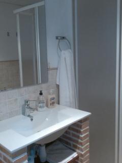 Otro cuarto de baño recién reformado.