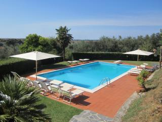 Villa Veranda, hillside, only 4 km from the beach, Camaiore