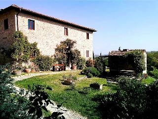 Restored Farmhouse w/Pool among Chianti vineyards, San Casciano in Val di Pesa