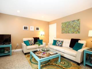 Stylish Uptown Retreat~Amazing Location 2Bed\2Bath, New Orleans