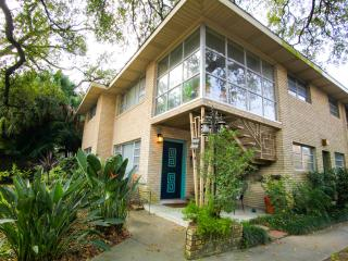 Amazing Uptown Location w Parking on Beautiful Napoleon Ave., New Orleans