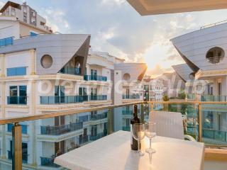 SUPER LUXURY FURNISHED APARTMENT FOR RENT NEAR SEA, Antalya