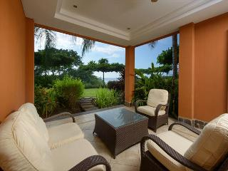 Beautiful 2BR beachfront condo- pool, custom kitchen, patio, HOR104, Tamarindo