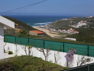 JULIANA, luxury seaview apartment close to the sea, Ericeira