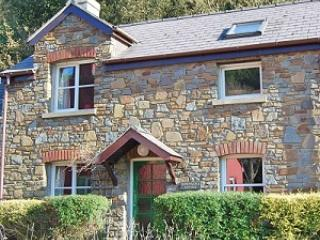 Honeysuckle Cottage in a perfect setting in Lower Solva. With private parking.