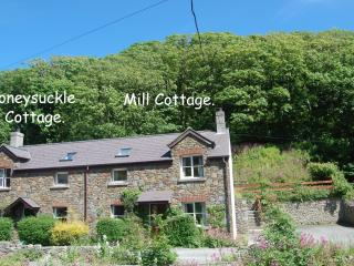 Lovely setting, with the Solva River to the fore. Private parking.